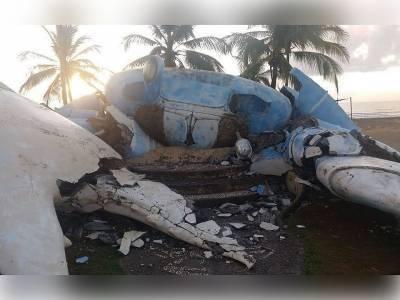 Estátua de guaiamu gigante desaba em praia de Belmonte